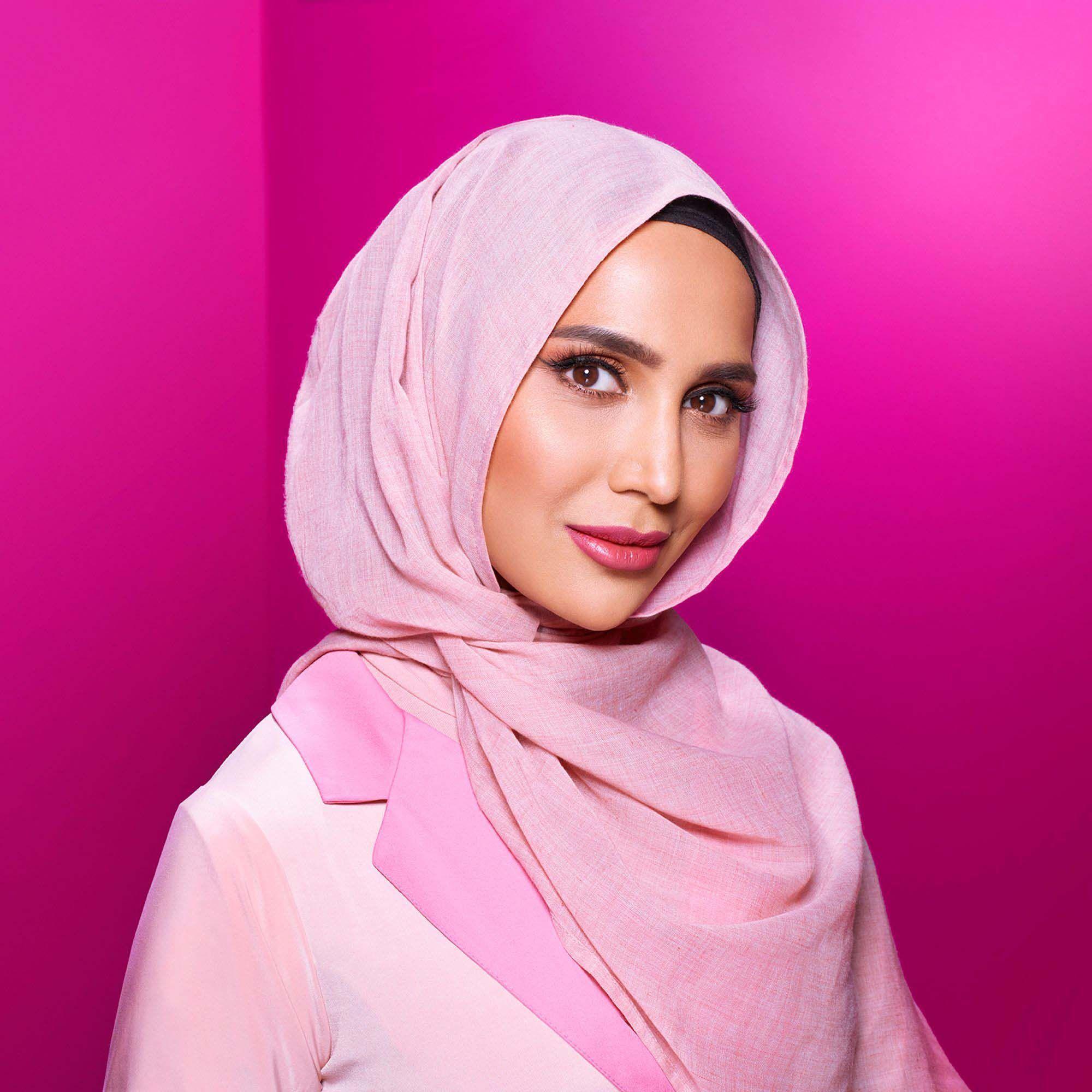 Amena Khan : Le mannequin voilé de L'Oréal Paris... À peine nommée, déjà évincée !