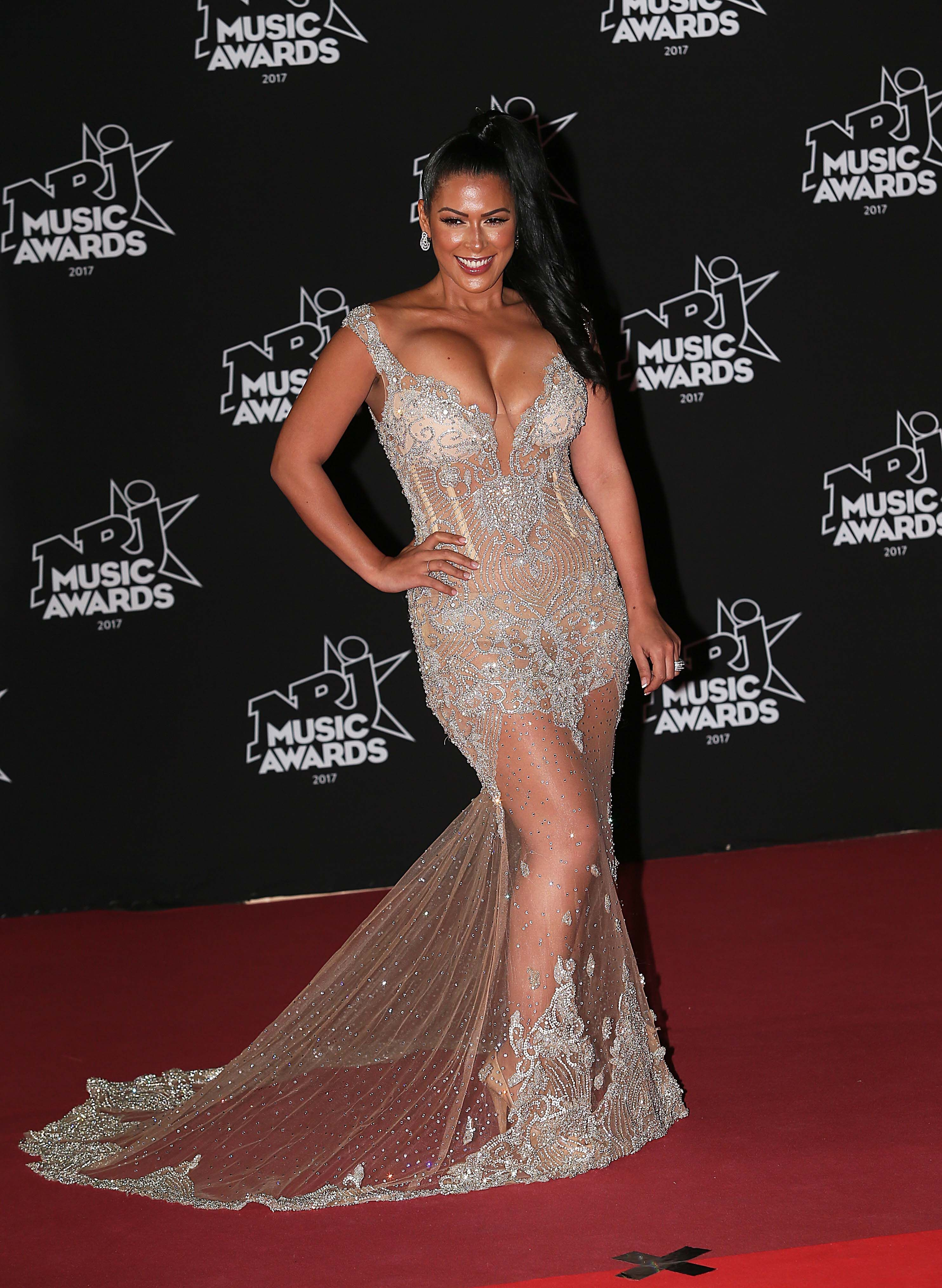 Nrj Music Awards 2017 Ayem Nour Maman Sexy Son Decollete Choque