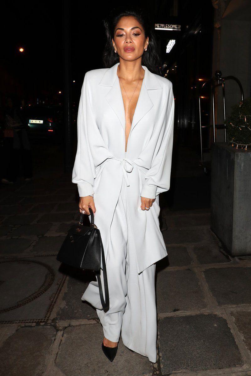 à Paris, Nicole Scherzinger est apparue dans une tenue particulièrement osée !