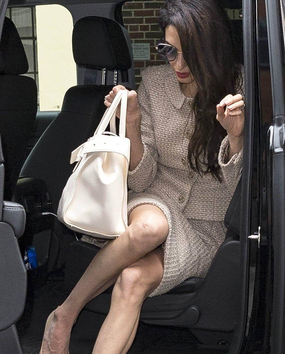 Amal Clooney : on a frôlé l'accident de culotte !