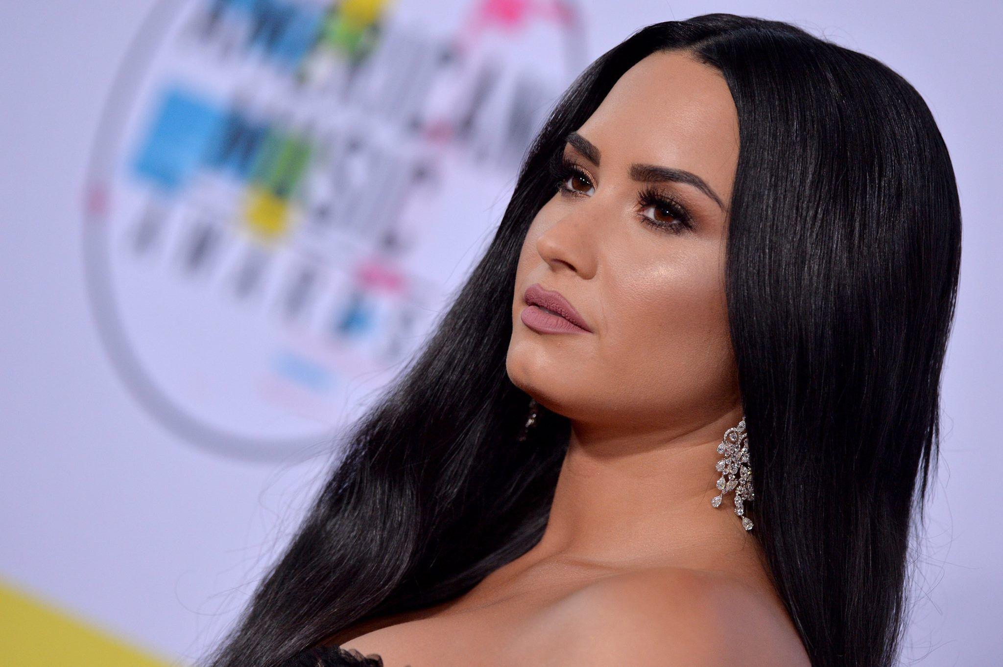 American Music Awards 2017 : venue accompagnée, Demi Lovato a surpris tout le monde !