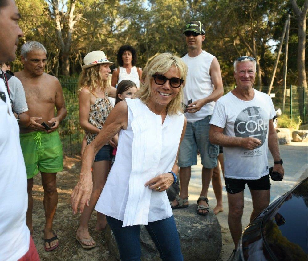Brigitte Macron se dévoile ENFIN en maillot de bain... et Pamela Anderson n'a qu'à bien se tenir !