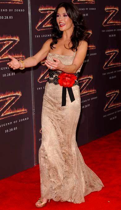 Après la chirurgie esthétique, Catherine Zeta-Jones ne ressemble PLUS du tout à ça !