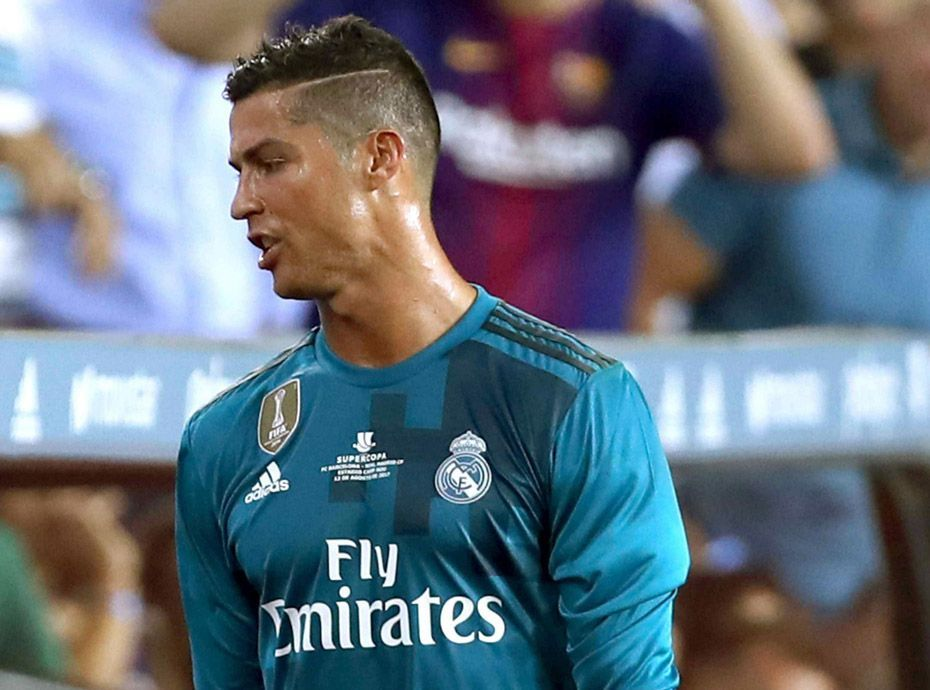 Photos  Cristiano Ronaldo privé de football pendant.