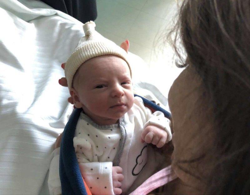 Photos  et voici le visage de Tiago, le fils de Manon Marsault et Julien  Tanti !