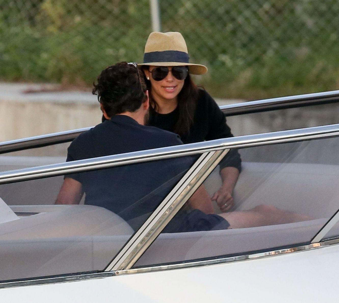 Eva Longoria : Balade en bateau avec son mari pour la star enceinte !