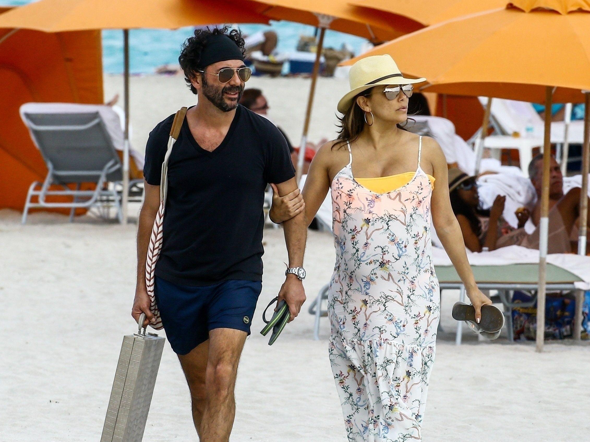 Eva Longoria très enceinte profite d'une virée à la plage avec son mari !