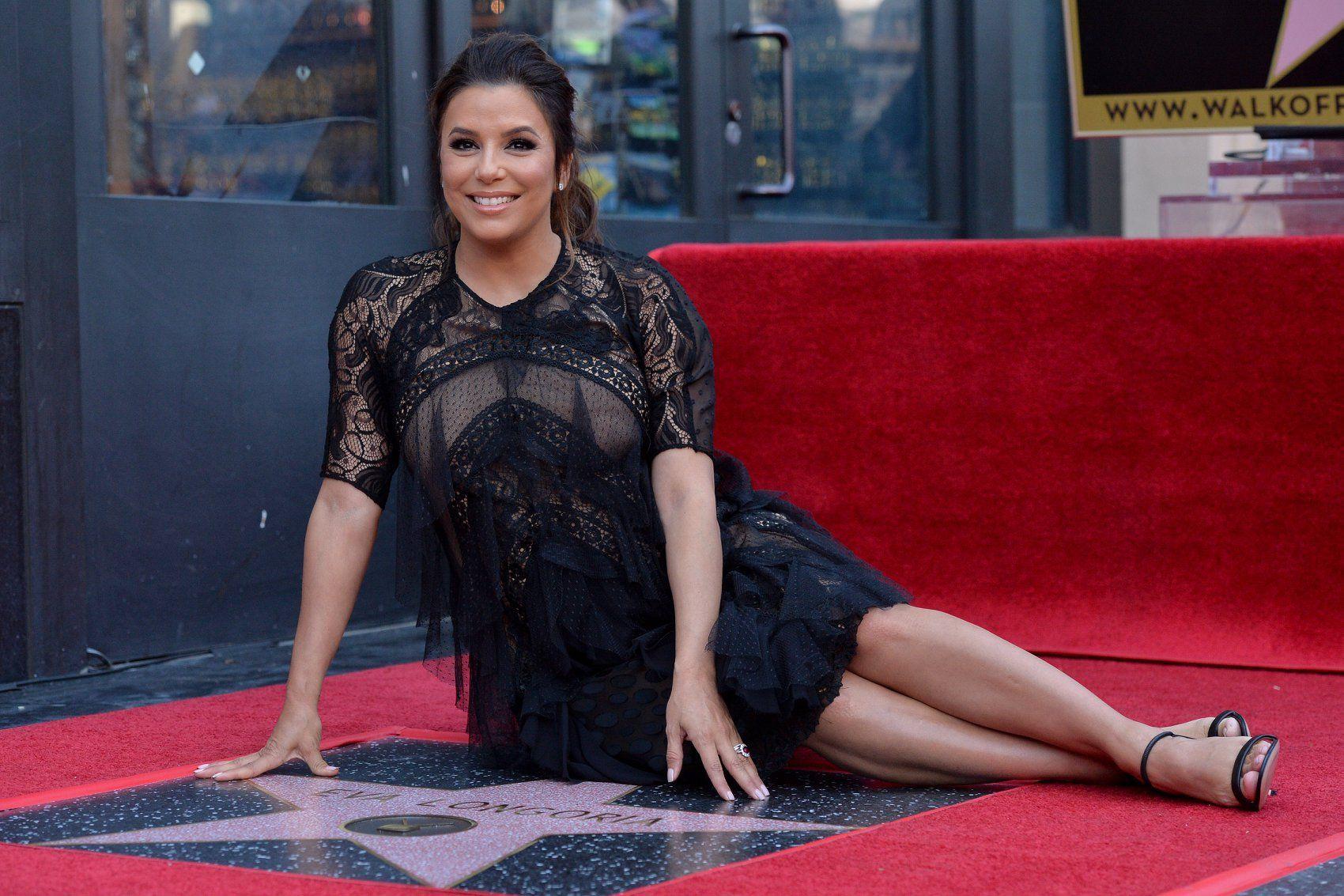 Eva Longoria très enceinte reçoit ENFIN son étoile sur le Walk of Fame !