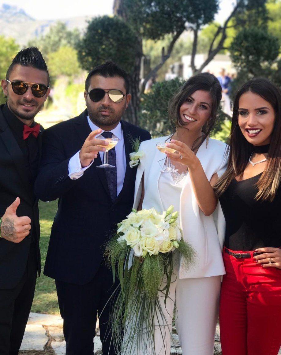 Photos  Julien Tanti et Manon Marsault  chic et assortis au mariage de  leurs amis mais surtout lynchés !