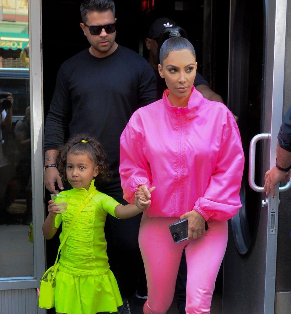 a5cd5229883ad Photos : Kim Kardashian en fait-elle trop avec sa fille North ?