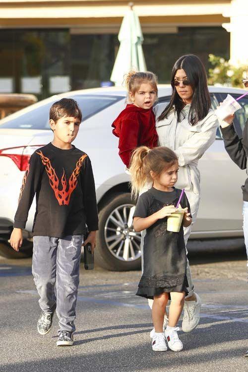 Kourtney Kardashian se la coule douce après Noël et sans Younes !