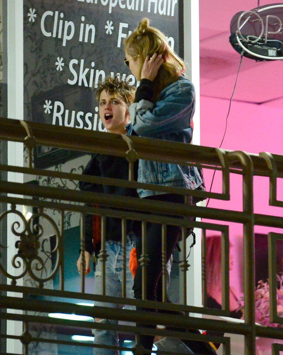 Kristen Stewart toujours aussi heureuse avec Stella Maxwell, la preuve !