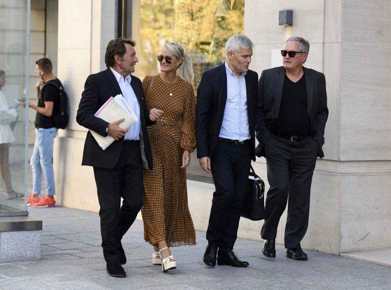 Photos : Laeticia Hallyday à Paris lance un avertissement à Laura et David !