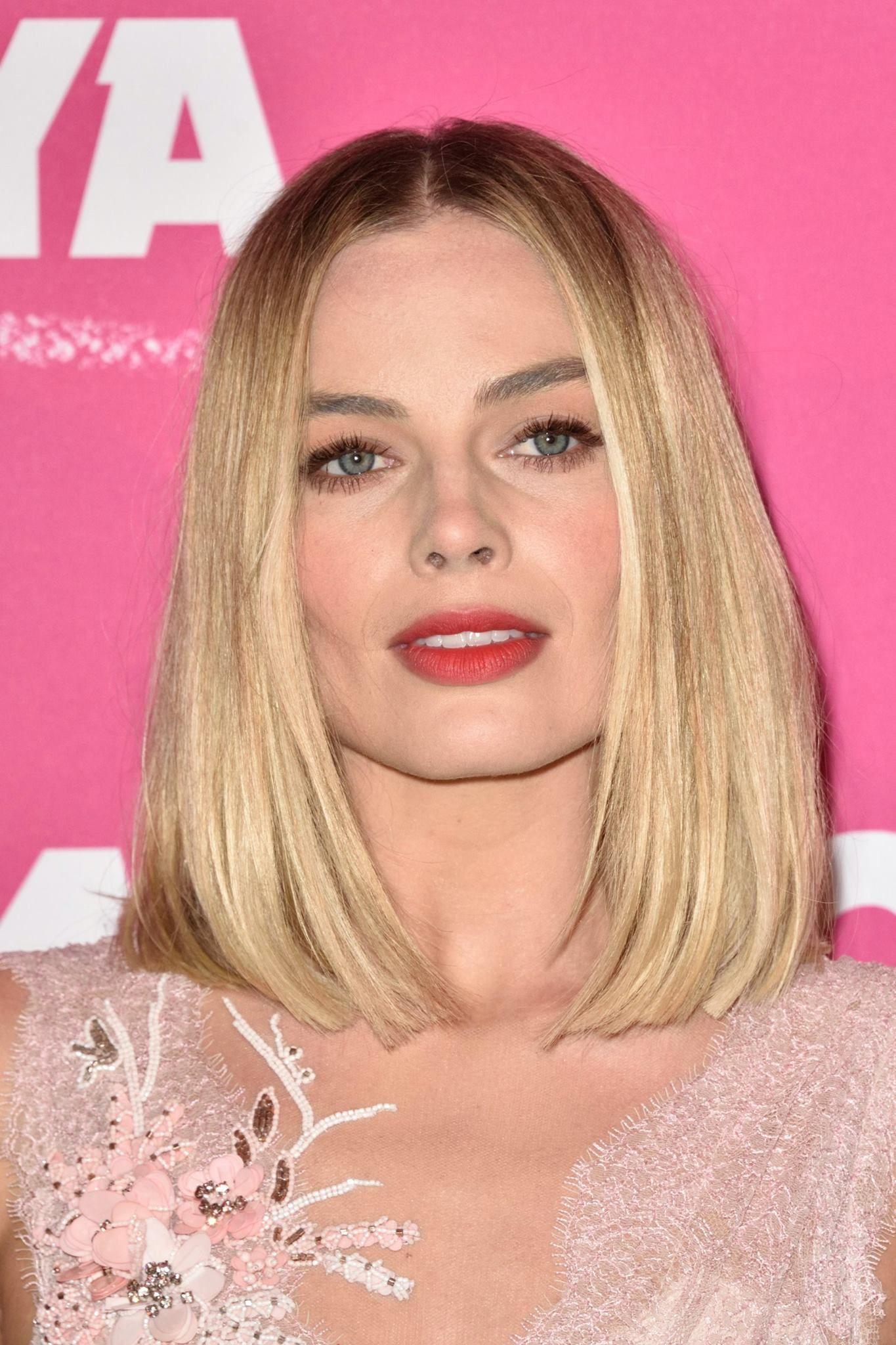 Margot Robbie sublime en rose à Paris face à une Lââm déchaînée !