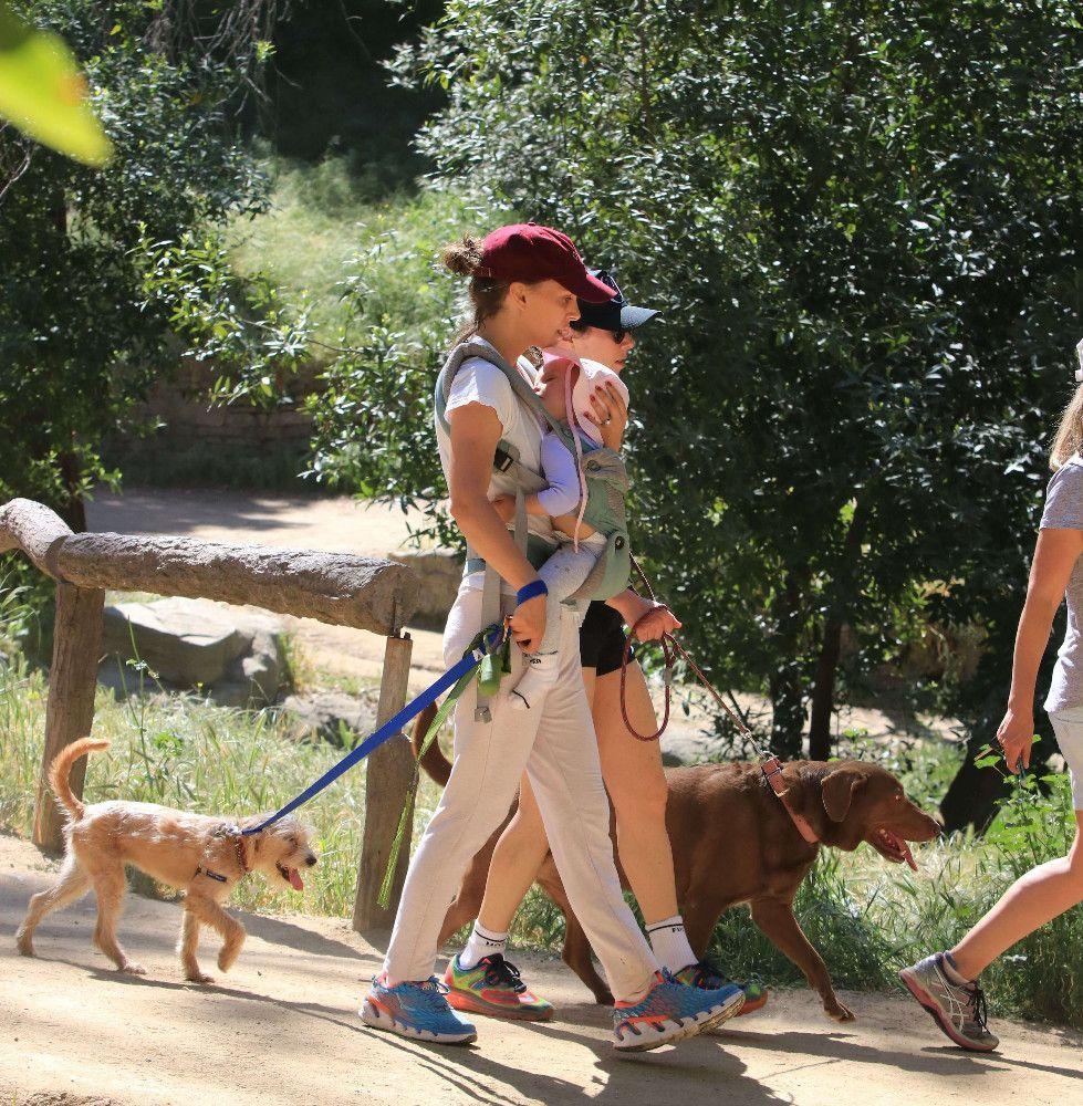 Natalie Portman : Loin des critiques, elle fait une randonnée avec sa fille