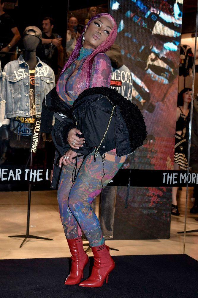 Image result for Photos : Nicki Minaj : Sa tenue osée qui montre ses tétons !
