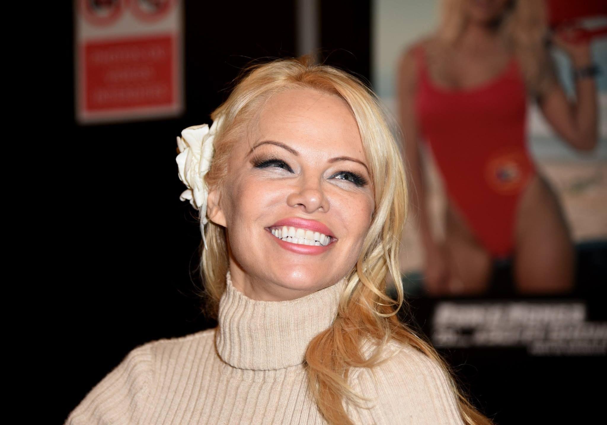 Pamela Anderson et Adil : à peine installés, déjà séparés...