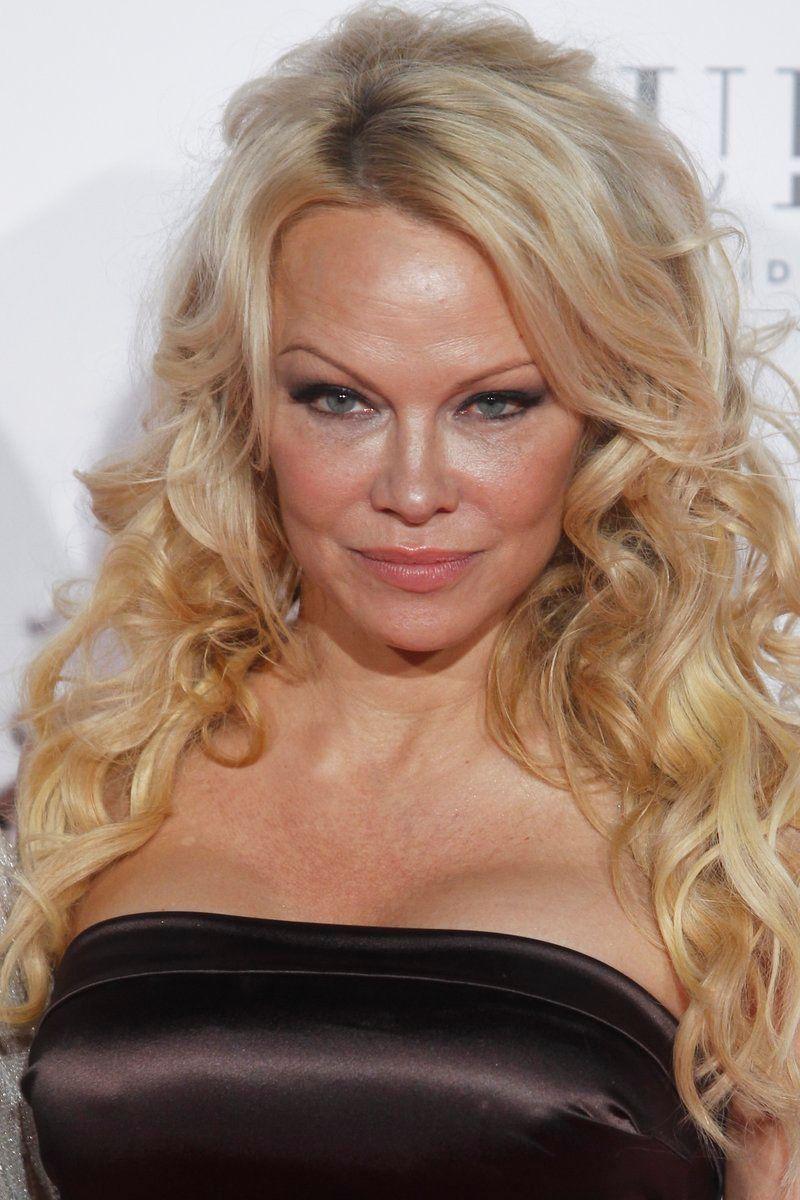 Pamela Anderson rayonne à Madrid, Adil Rami dans l'embarras !
