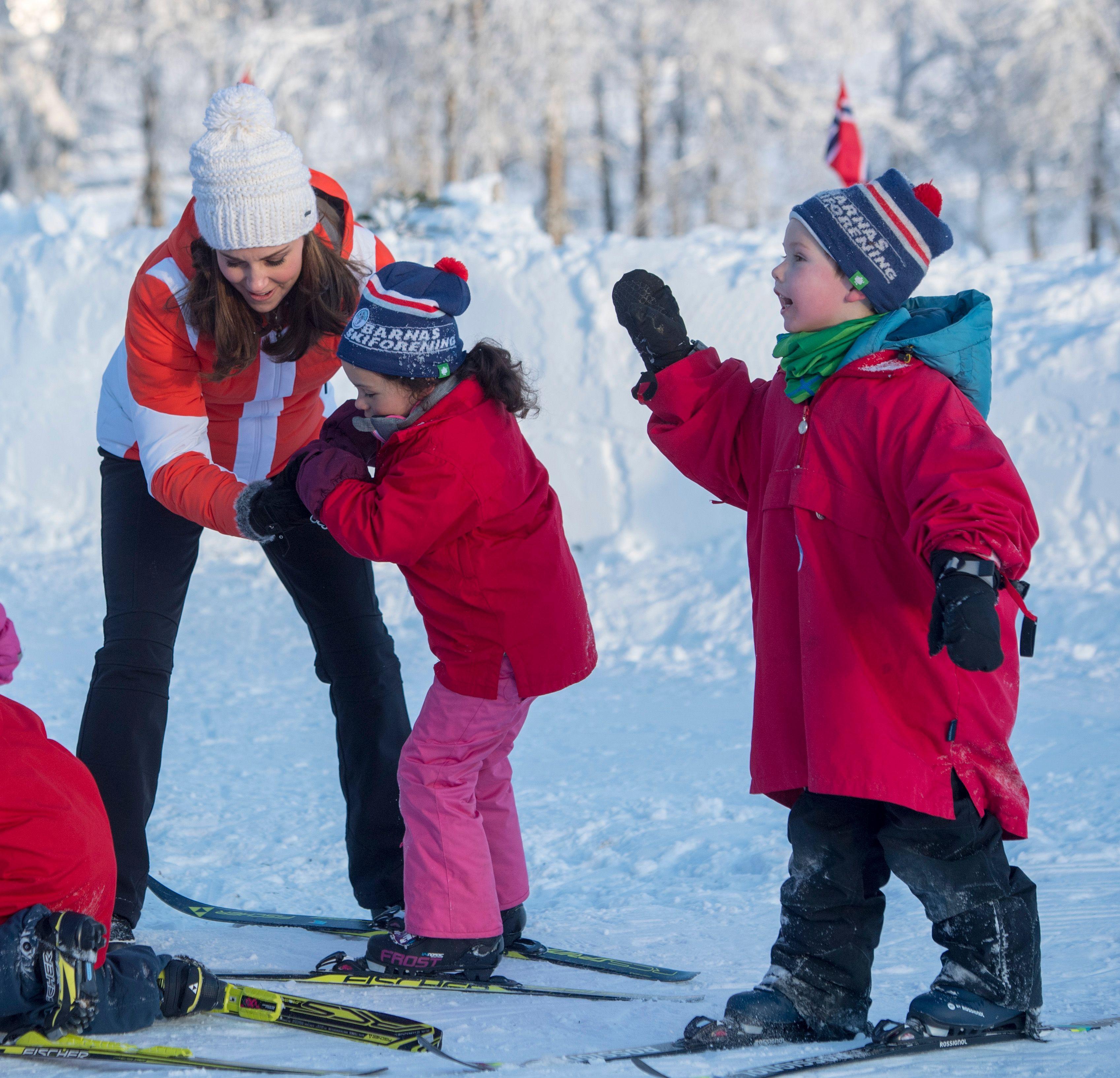 quand Kate Middleton, enceinte, se la joue monitrice de ski !