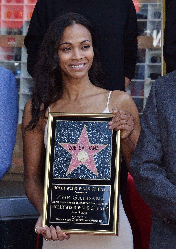 Zoe Saldana honorée : L'actrice a reçu son étoile !