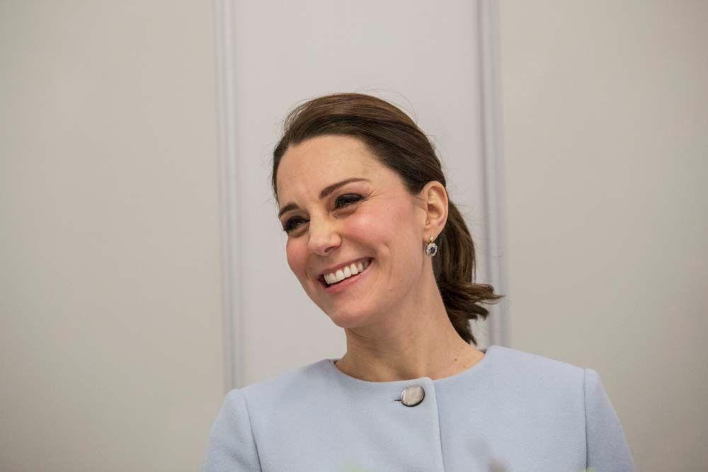 Public Royalty : Kate Middleton ne peut vraiment plus cacher son baby bump !