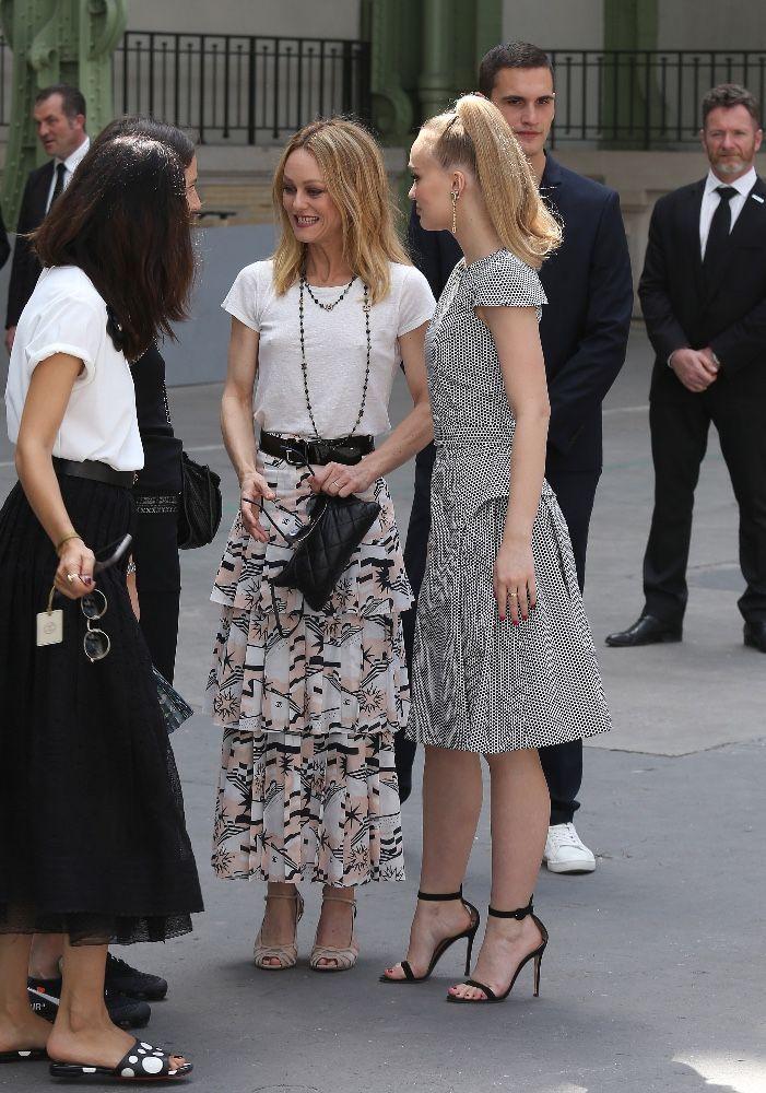 Vanessa Paradis au défilé Chanel  Première sortie après son mariage avec  Samuel Benchetrit !