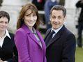 Carla Bruni et Nicolas Sarkozy adoptent !