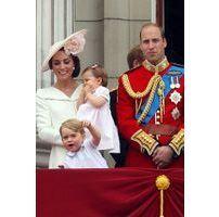Elizabeth II : Les cadeaux spéciaux et originaux du prince George et de la princesse Charlotte qu'elle a reçus