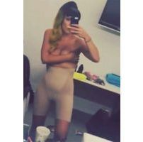 Lily Allen : doux Sheezus, elle danse topless !