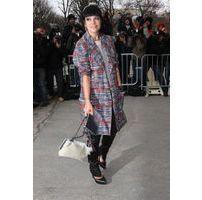 Photos : Lily Allen : la fan inconditionnelle de la maison Chanel s'affiche affinée et colorée au prestigieux défilé !