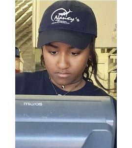 Public Buzz : Sasha Obama : la fille du président des États-Unis travaille... Dans un restaurant !