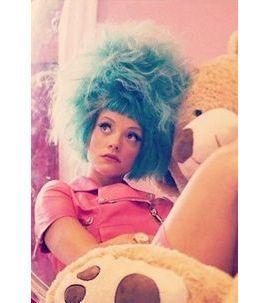 Lily Allen : c'est quoi cette coupe à la Marge Simpson ?