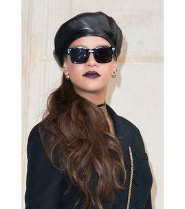 Photos : Rihanna : Elle offre un relooking complet à la Reine d'Angleterre !