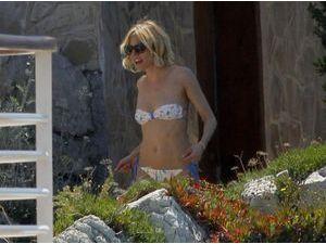Photos : Cannes 2015 : Sienna Miller : le show se fait aussi en maillot !