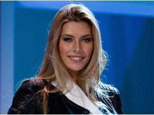 """Miss Univers : Camille Cerf """"désavantagée"""" ! Elle explique pourquoi..."""