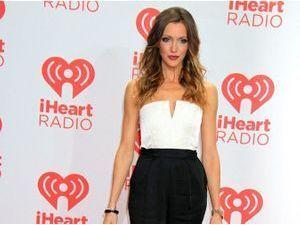 Katie Cassidy : où shopper son look noir et blanc en moins cher ?