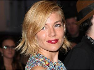 Sienna Miller : on copie son beauty look automnal !