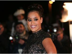 "Beauté : Amel Bent : sans make-up, ""j'ai l'impression d'être terne !"""