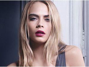 Beauté : Cara Delevingne : fraîche et sexy pour la première huile à lèvres Yves Saint Laurent !