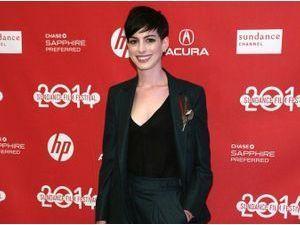Mode : Anne Hathaway dit bye bye à sa styliste Rachel Zoe !