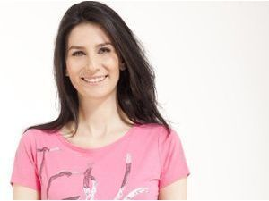 """Mode : Marie Drucker : La journaliste prend la pose pour Caroll afin de soutenir l'association """"Toutes à l'école"""" !"""