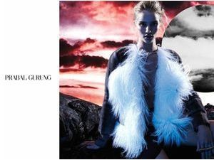 Mode : Rosie Huntington-Whiteley : prend la pose sous un ciel rouge apocalyptique pour Prabal Gurung !