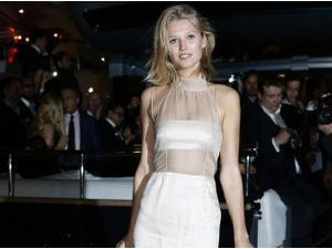 Mode : Toni Garrn lance sa collection de jeans pour la marque Closed !