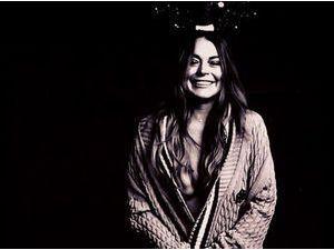 Mode : Lindsay Lohan : elle se déchaîne seins nus pour Love Magazine !