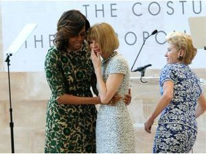 "Mode : Michelle Obama rend hommage à Anna Wintour en inaugurant le ""Anna Wintour Costume Center"" !"