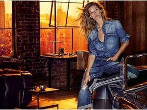 Mode : Photos : Gisele Bündchen sublime en denim-on-denim pour Colcci !