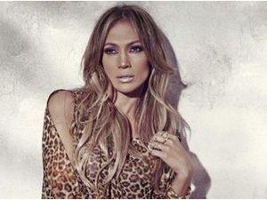 Photos : Jennifer Lopez, glamour et colorée pour sa nouvelle collection d'été chez Kohl