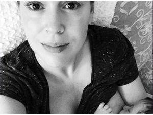 Alyssa Milano : selfie en plein allaitement pour la jeune maman !