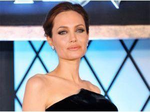 Angelina Jolie créatrice pour Louboutin !