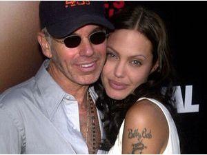"""Angelina Jolie """"trouvait romantique qu'on se coupe le doigt"""", d'après son ex mari !"""